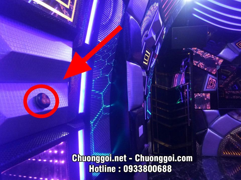 nút chuông gọi tại quán karaoke
