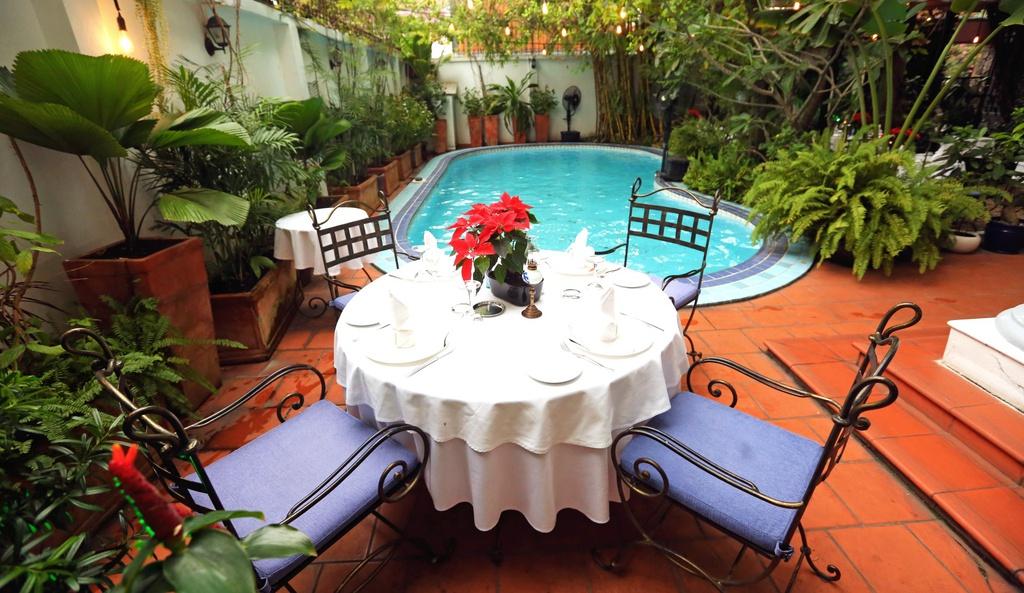 nhà hàng La Villa French